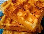 Waffles de Ervas e Queijo