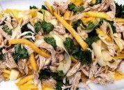 Salada oriental de curgete, manga e frango