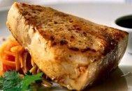 Atum branco com salada